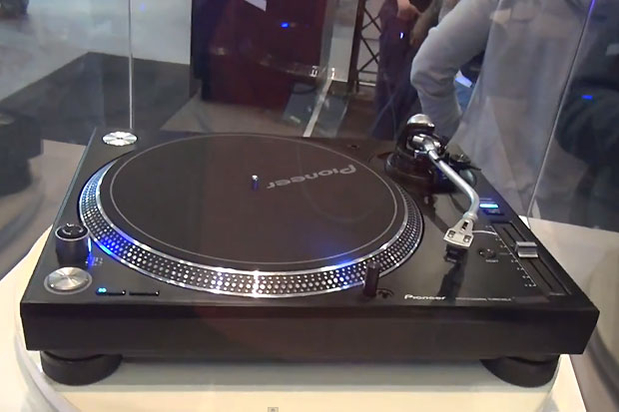 PIONEER UNVEILS NEW VINYL TURNTABLE